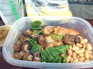Braised chicken in tomato sauce, spinach, mushroom, pinto beans.